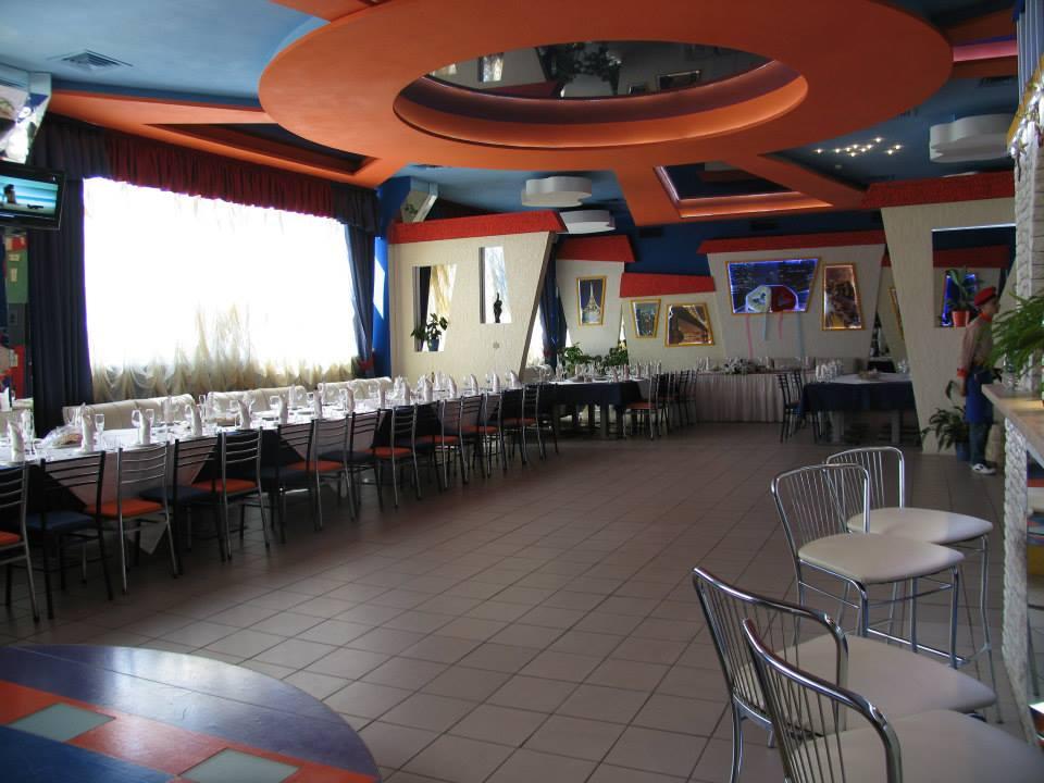 просторный зал под банкет на 60 человек в аренду на Оболони, Приорке, по адресу Автозаводская 24, Киев