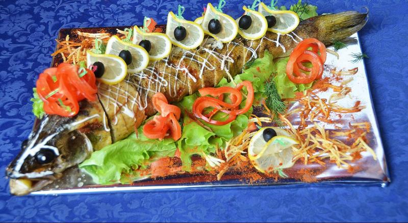 холодные закуски, фаршированная щука в банкетном меню кафе Никки на Приорке, Автозаводская 24, Киев